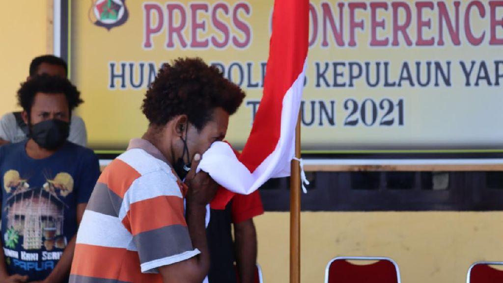 5 Anggota KKB Kepulauan Yapen Papua Menyerahkan Diri
