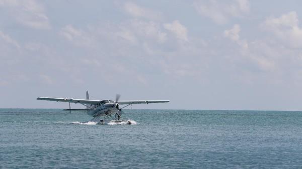 Pesawat apung umumnya digunakan sebagai sarana transportasi ke daerah terpencil yang tidak memiliki bandara didaratan tapi memiliki wilayah perairan yang cocok sebagai landasan. Selain Gili Iyang, Kemenhub melalui Balitbanghub juga merencanakan pembuatan bandara perairan dan pengoperasian seaplane di daerah lainnya di Indonesia. Lokasi yang direncanakan meliputi Danau Toba-Sumatera Utara, Pulau Senua-Kepulauan Riau, Derawan Berau-Kalimantan Timur, Gili Trawangan di Lombok Utara (NTB), Labuan Bajo Manggarai Barat-Nusa Tenggara Timur (NTT), Bunaken Manado-Sulawesi Utara, Wakatobi-Sulawesi Tenggara, Pulau Widi Halmahera Selatan-Maluku Utara dan Raja Ampat-Papua Barat.