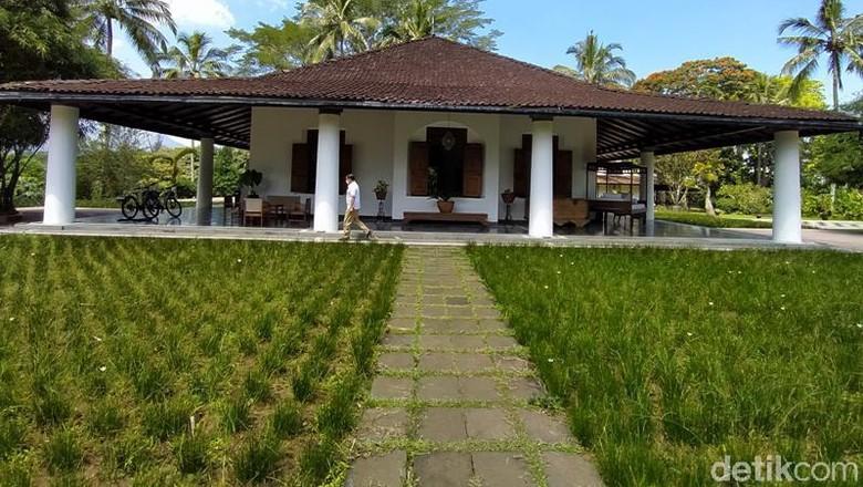 -Menteri Pariwisata dan Ekonomi Kreatif (Menparekraf) Sandiaga Uno menaruh perhatian terhadap wisata mistis. Ia mengenang beberapa pengalamannya di tempat yang 'berhantu' seperti di beberapa hotel di Indonesia seperti di Marbella dan MesaStila serta tempat lainnya di Jawa Timur. Beginilah suasana yang berada di MesaStila.