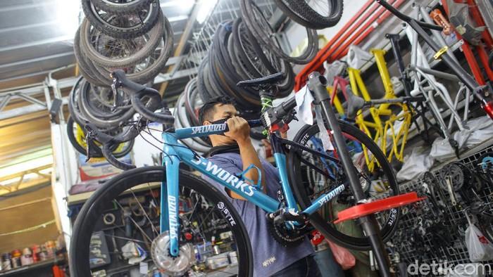 Recycle menerima pengerjaan restorasi berbagai macam sepeda, mulai dari sepeda lipat, road bike, mtb hingga sepeda lawas.