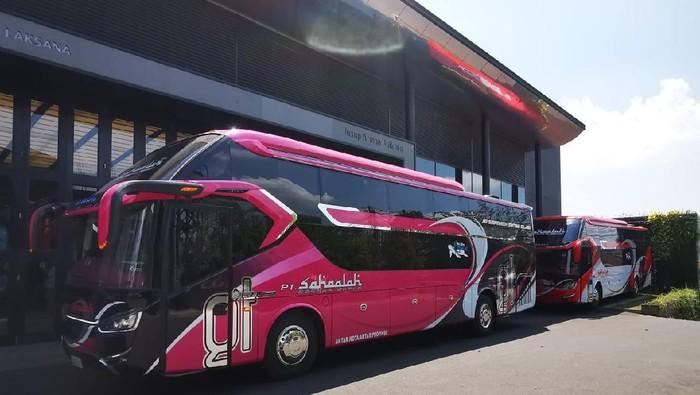 Bus suites class PO Sahaalah buatan karoseri Laksana