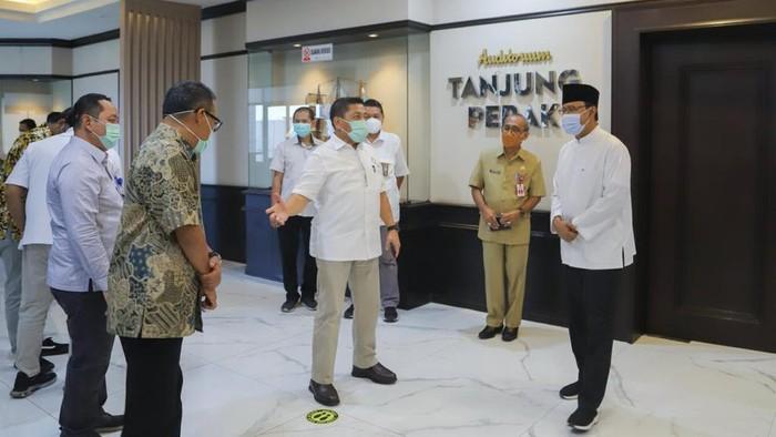 Wali Kota Pasuruan Saifullah Yusuf (Gus Ipul) terus bergerilya mewujudkan Pasuruan Kota Madinah. Setelah menata kawasan alun-alun, kini giliran kawasan pelabuhan yang akan direvitalisasi.