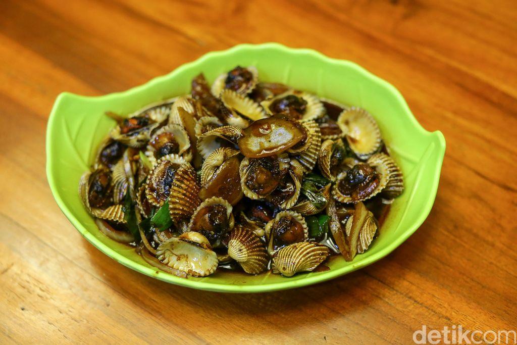 H. Moel Seafood Pusat: Kepiting Saus Padang dan Udang Bakar Nikmat di Cirebon