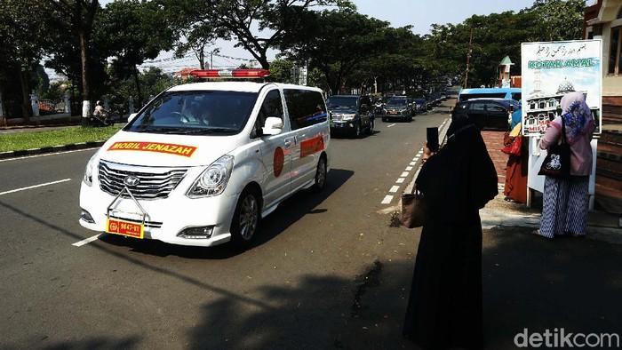 Jenazah Kabinda Papua, Brigjen TNI I Gusti Putu Danny Karya Nugraha akan dimakamkan di TMP Kalibata, Jakarta. Jenazah dibawa dari Balai komando Kopassus, Cijantung.