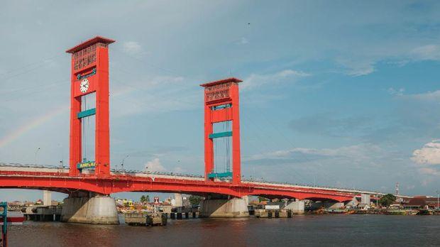 Jalan Suryakencana Bogor, Jalan Malioboro, Alun-alun Bandung, Pasar Senggol, Jembatan Ampera