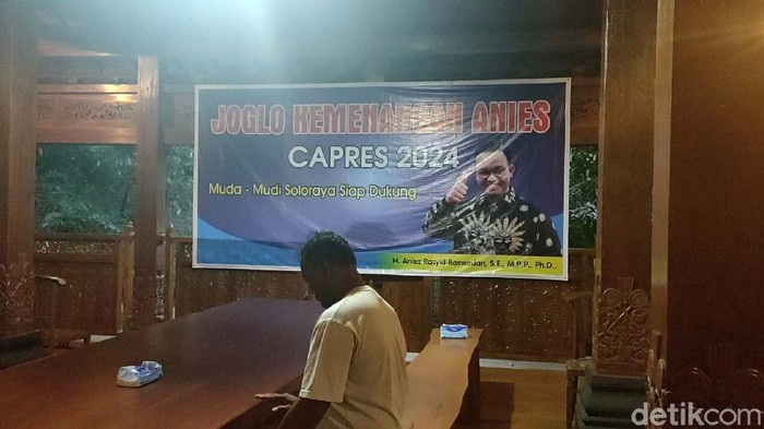 Gubernur DKI Jakarta, Anies Baswedan, mendapat dukungan untuk bertarung di Pilpres 2024. Seorang pengusaha beras Billy Haryanto bahkan membuat joglo kemangan untuk Anies.