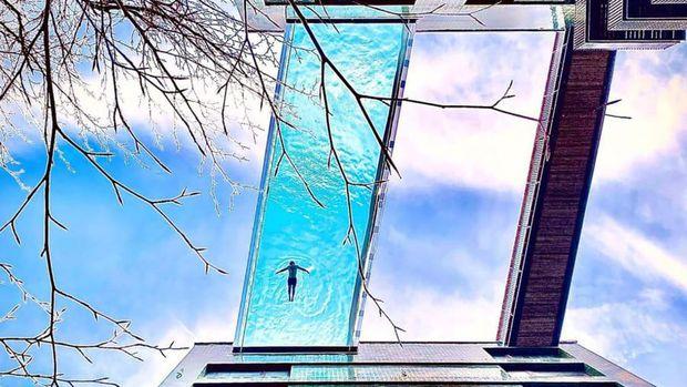 Bagi yang takut ketinggian, kolam gantung tembus pandang di atas 30 meter mungkin jad hal menakutkan. Tapi mungkin menarik bagi yang suka memacu adrenalin.