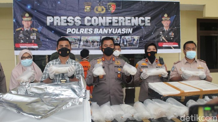 Konferensi pers benih lobster ilegal senilai Rp 8,9 Miliar (Foto. Prima Syahbana/detikcom)