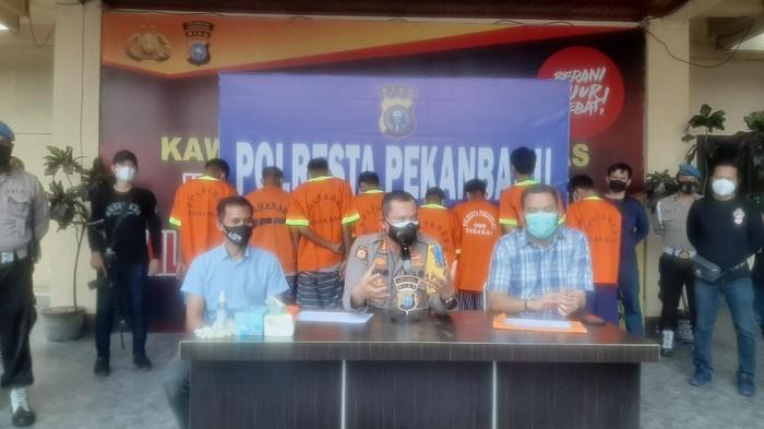 Konferensi pers di Polresta Pekanbaru (Raja Adil-detikcom)