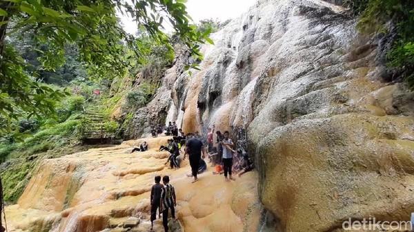 Kawasan lokawisata Baturraden biasanya ramai dikunjungi wisatawan saat hari libur. Suasananya begitu sejuk. (Arbi Anugrah/detikcom)