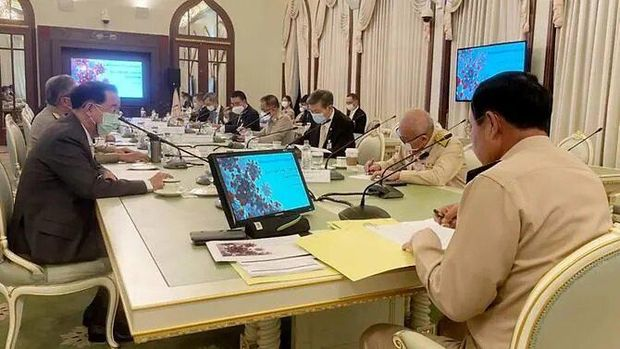A photo posted on Facebook by Thai Prime Minister Prayut Chan-o-cha on Monday, Apr 26, 2021, which showed him not wearing a face mask during a meeting with advisers. (Photo: Facebook/ประยุทธ์ จันทร์โอชา Prayut Chan-o-cha)