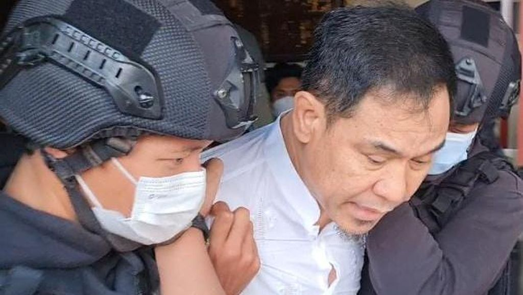 Beragam Bukti Polisi Bidik Munarman dalam Kasus Terorisme