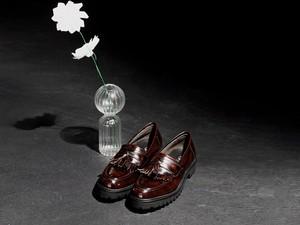 Klasik & Elegan, Tampil Gaya dengan Sepatu Kulit Terbaru Ini