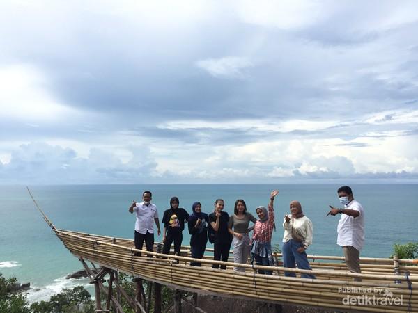Spot foto miniatur perahu di Bukit Pala