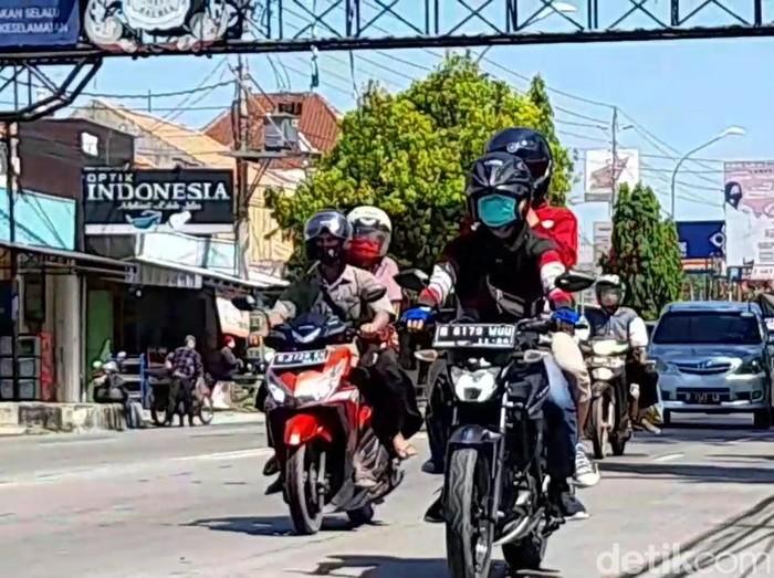 Pemudik motor telah ramaikan jalur Pantura, Brebes, Selasa (27/4/2021).