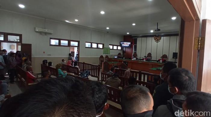Persidangan kasus tindak pidana penipuan dan TPPU dengan terdakwa bos CV MSB, Sugiyono, di PN Sragen, Selasa (27/4/2021).