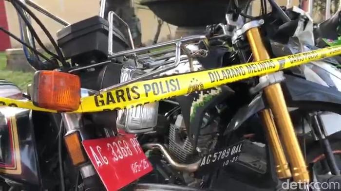 Polisi Blitar gencar melakukan razia balap liar selama Ramadhan. Dini hari tadi, 35 motor diamankan Satlantas Polres Blitar. Satu di antaranya merupakan kendaraan dinas alias plat merah.