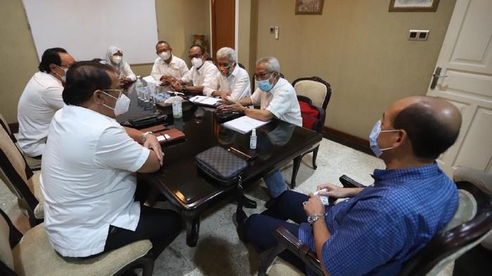 Forum Pensiunan BUMN Nasabah Jiwasraya (FPBNJ) kembali melakukan upaya untuk merevisi restrukturisasi polis anuitas di PT Asuransi Jiwasraya (Persero), Selain itu, dihadapan tim nawacita, FPBNJ memyampaikan keluh kesah dan jeritan 3.4 juta jiwa pensiunan BUMN beserta keluarganya.