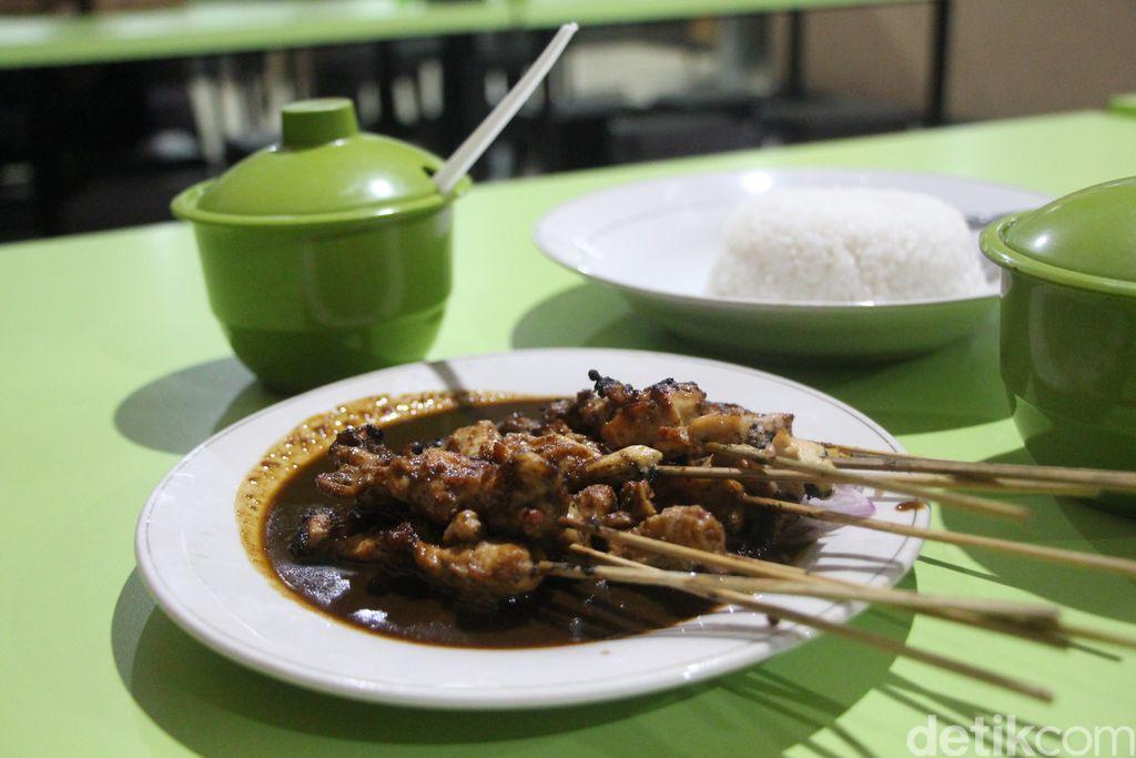 Empuk Juicy Sate Ayam di Warung Sate Bunul H. Paino