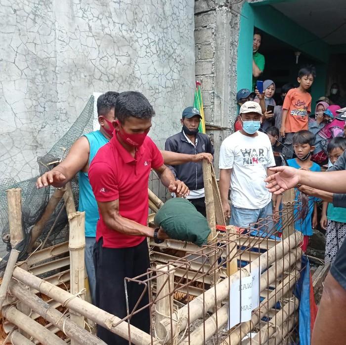 Suasana di lokasi heboh babi ngepet di Depok (Sachril-detikcom)