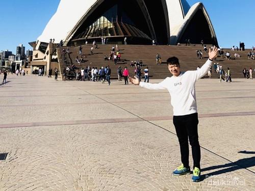 Foto: Narsis Dulu di Depan Destinasi Wisata Terkenal Australia