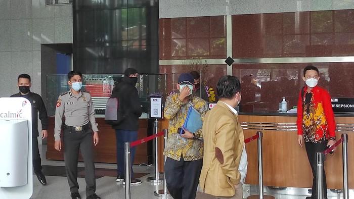 Angin Prayitno usai diperiksa KPK (Azhar-detikcom)