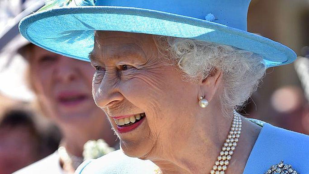 Mahasiswa Oxford Turunkan Foto Ratu Elizabeth II dari Ruangan Kampus