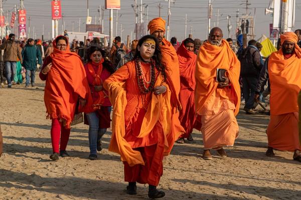 Siapapun bisa ikut festival ini, semua kalangan tanpa memandang kasta. Di festival ini kamu bisa menemukan ragam orang, mulai dari petapa, sadhus (orang suci), guru-guru besar, warga biasa dan lainnya. (iStock)