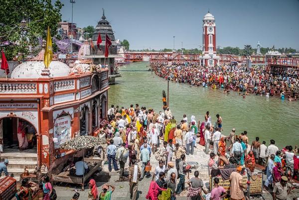 Tradisi ini dilakukan di 4 lokasi, yaitu Haridwar, Prayag, Ujjain dan Nashik. Dan di tahun ini festival diadakan di Kota Haridwar. (iStock)