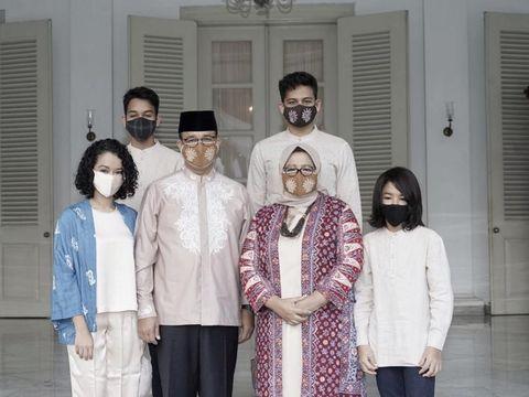 Foto Fery Farhati dan keluarga.