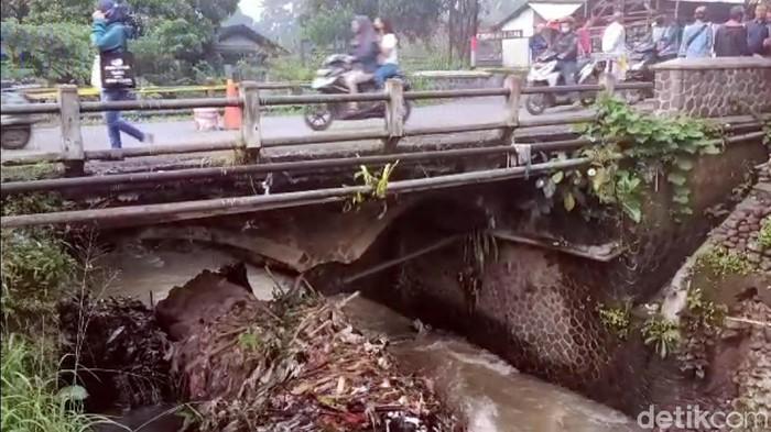 Jembatan di Sukabumi rusak