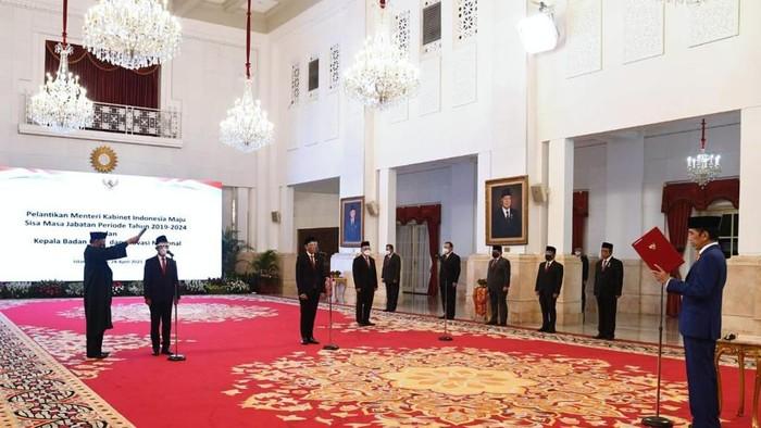 Jokowi Lantik Mendikbud-Ristek dan Menteri Investasi
