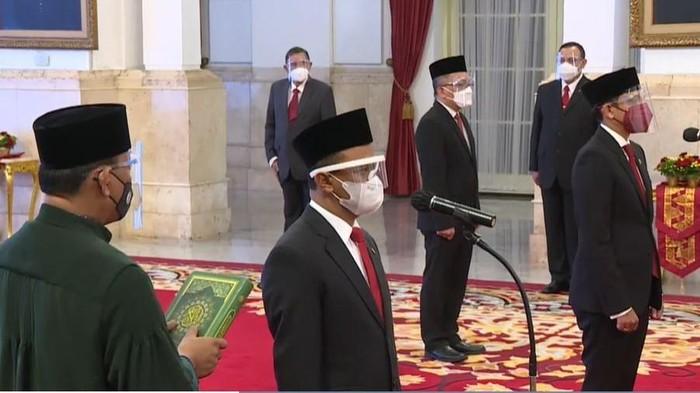 Nadiem Makarim dan Bahlil Lahadalia resmi mengemban jabatan baru di Kabinet Indonesia Maju. Mereka berdua dilantik Presiden Joko Widodo (Jokowi) sebagai Mendikbud-Ristek dan Menteri Investasi.