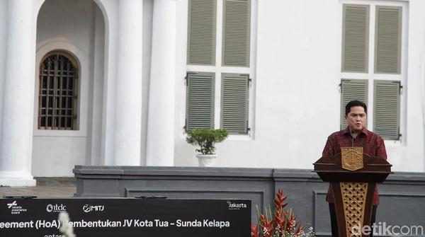 Selain itu Gubernur DKI Jakarta Anies Baswedan duet bareng Menteri Badan Usaha Milik Negara (BUMN) Erick Thohir untuk mempercantik Kawasan Kota Tua-Sunda Kelapa. Pada kesempatan itu Erick bermimpi Sunda Kelapa bisa seperti kawasan wisata di Bali hingga Labuan Bajo.