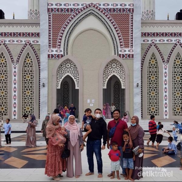 Saat ini masjid ini kerap dijadikan sebagai lokasi favorit oleh warga untuk ngabuburit di bulan Ramadhan.