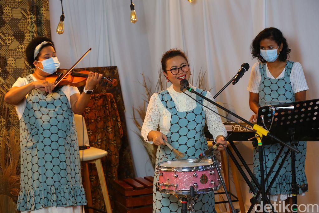 Masih dalam rangka merayakan semangat dari RA Kartini, detikcom mempersembahkan sebuah acara streaming Dari Kartini untuk Indonesia. Deretan perempuan keren di Tanah Air berkumpul di sini dalam sesi bincang-bincang seru.