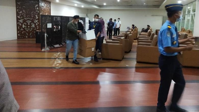 Penggerebekan lokasi rapid test antigen dengan alat bekas di Bandara Kualanamu (dok. Istimewa)