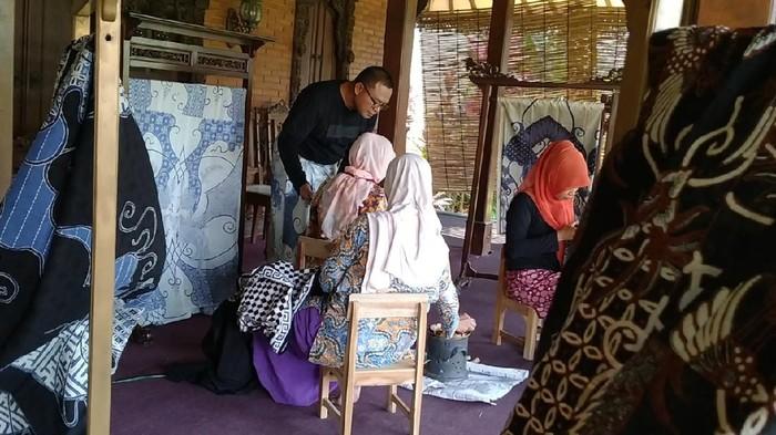 Perajin batik di Pekalongan