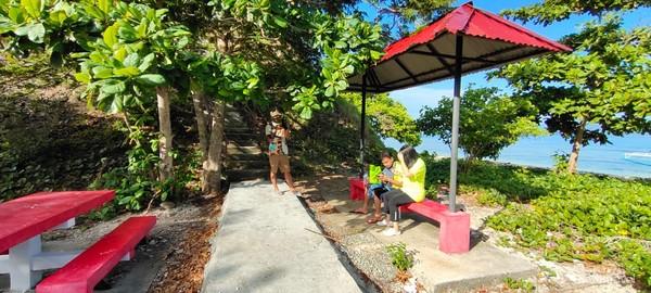 Tersedua juga gajebo bagi para pengunjung.