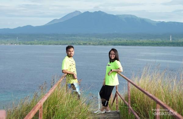 Gunung Manimporok dan Soputan bnerdiri gagah menjadi latar, landscape yg sangat indah.