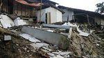 Penampakan Rumah Ambruk Akibat Gempa di Sukabumi