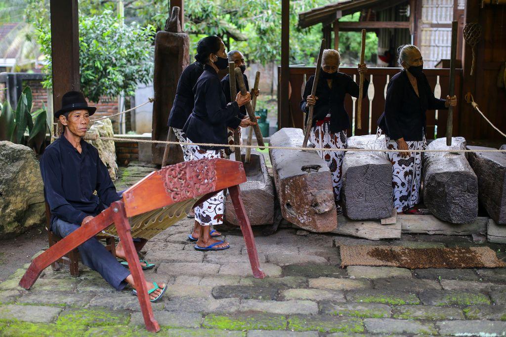 Seni Othek, musik lesung di Sanggar genjah arum