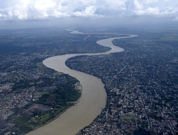 Untuk sebagian besar alirannya, Sungai Gangga mengalir melalui wilayah India, meskipun delta besarnya di daerah Bengal, yang berbagi dengan Sungai Brahmaputra, sebagian besar terletak di Bangladesh. (iStock)
