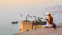 Puluhan Mayat Diduga Terinfeksi Corona Ditemukan di Sungai India