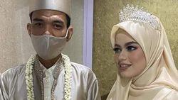 UAS yang Move On dari Masa Lalu dengan Menikahi Gadis Usia 19 Tahun