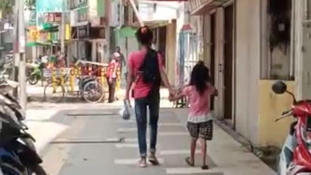 Teganya Nenek Aniaya Cucu Sendiri Cuma karena Kurang Setoran Ngecrek