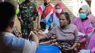 Dramatis, Anggota TNI Trenggalek Bantu Ibu Melahirkan di Kamar Mandi