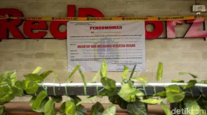 Penginapan RedDoorz Plus di Tebet, Jaksel, ditutup permanen. Hal itu dilakukan menyusul adanya temuan polisi terkait prostitusi anak di bawah umur di hotel itu.