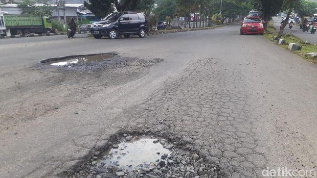 Kerusakan Jl Tegar Beriman di Kabupaten Bogor, 29 April 2021. (Afzal Nur Iman/detikcom)