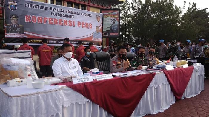 Konferensi pers di Polda Sumut (Datuk Haris-detikcom)